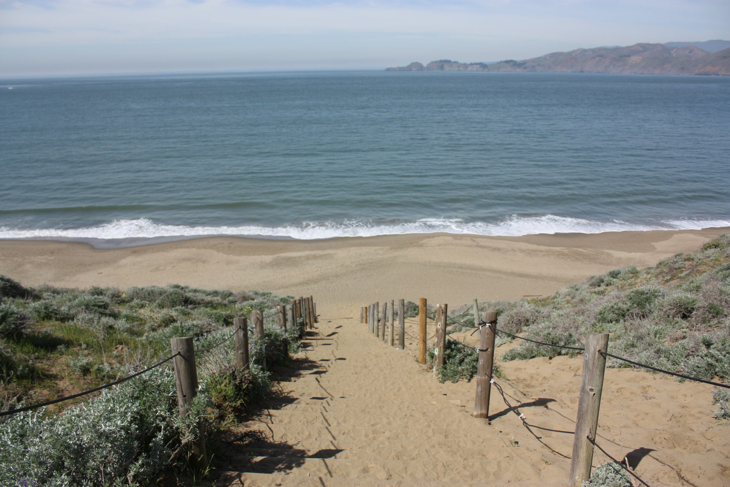 The Ocean Beach jogging trail, with its beautiful views of the Pacific Ocean and the Golden Gate Bridge, is a favorite with runners and walkers.