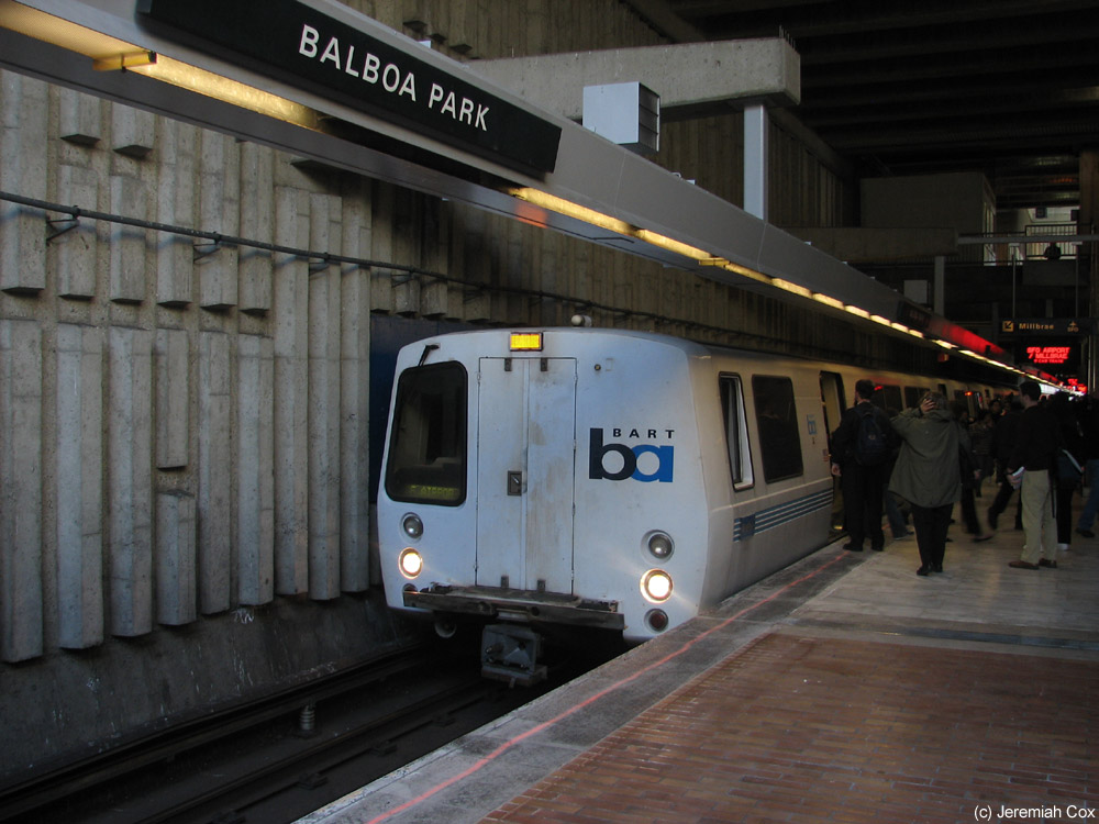 The Balboa Park Station is an official BART transfer station, allowing southbound passengers to switch trains without having to change platforms.
