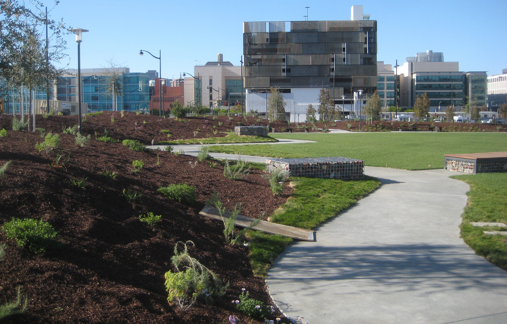 Once the site of railroad car turnaround, Mariposa Park (opening in late 2015) will include an expansive sun-drenched lawn and a trellis-shaded plaza just across the street from the UCSF Benioff Children's hospital.