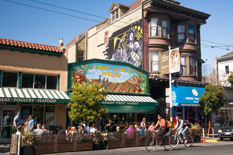 Haight Street is home to trendy book stores, record shops, vintage clothing shops, bars, and restaurants, many of them reminiscent of the neighborhood's counter-culture history.