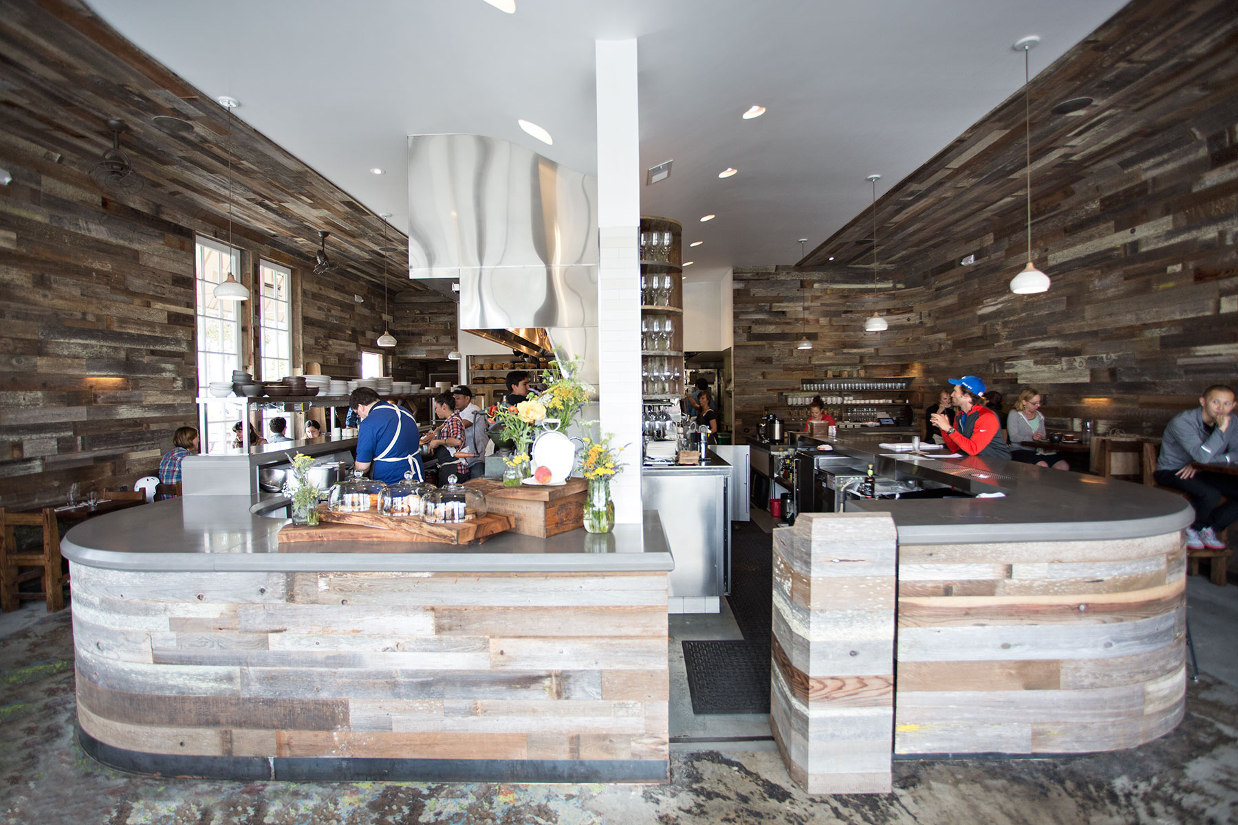 Reclaimed wood tables and a menu composed of locally sourced ingredients make Outerlands on Judah a popular dining option close to the beach.