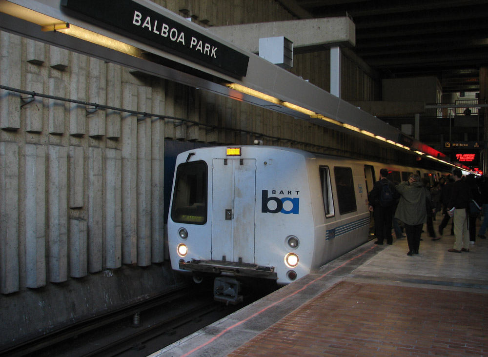 Due to its proximity to I-280, Balboa Park Bart Station is popular with passengers who kiss and ride. It's also an official BART transfer station that enables southbound passengers to transfer trains without changing platforms.