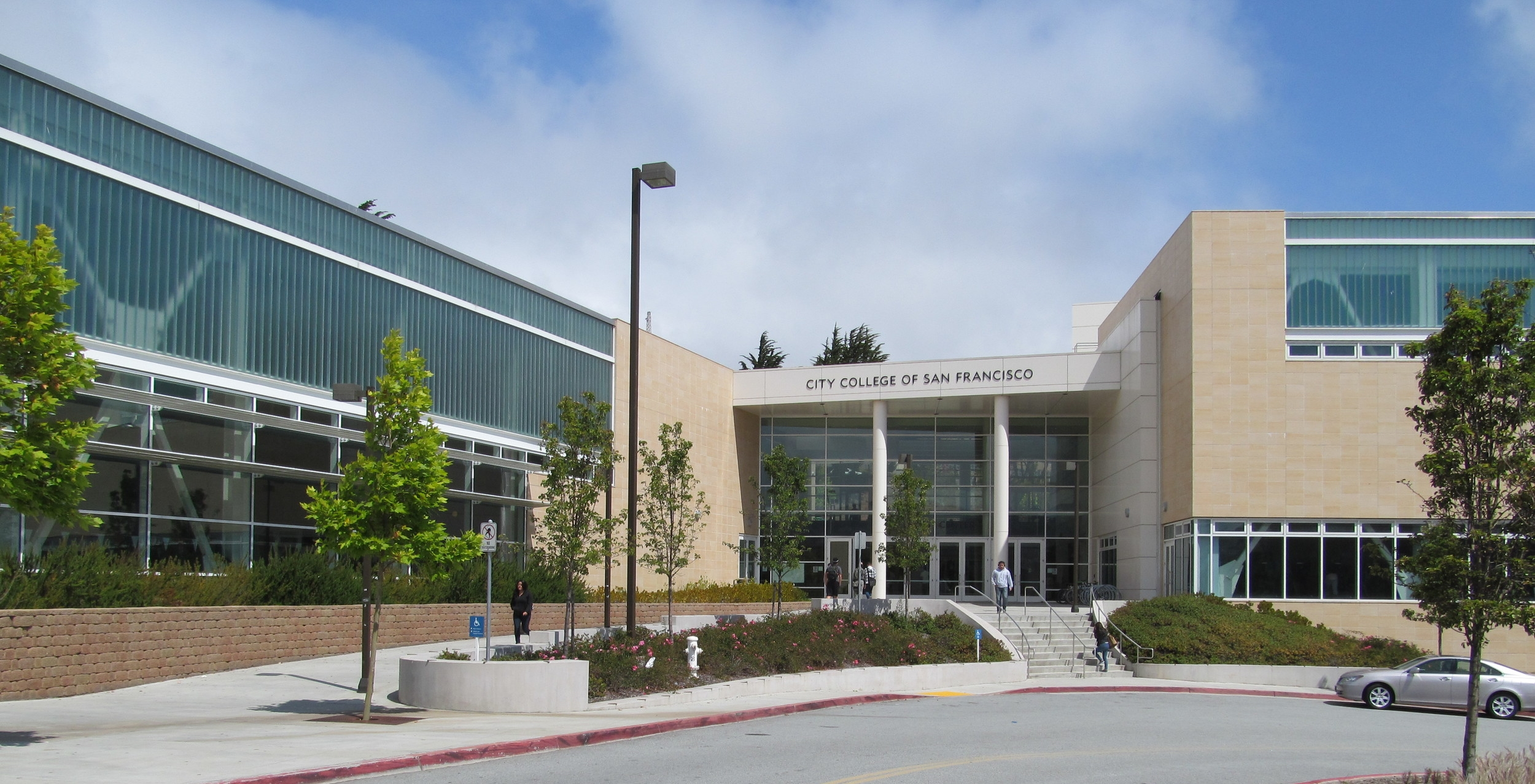 One of the nation's largest public colleges, City College of San Francisco attracts students to the neighborhood.