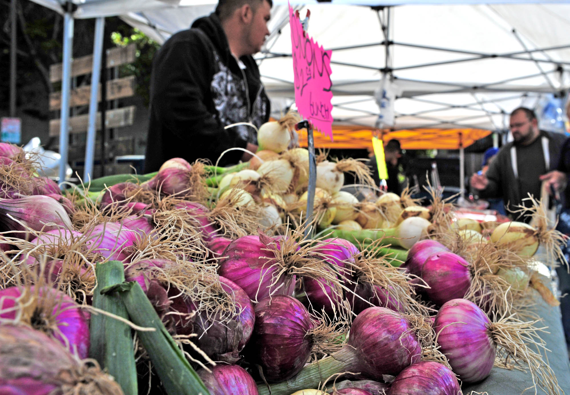 The Glen Park Village Farmer's Market is a place to meet up with neighbors and, of course, stock up on fresh, locally grown produce.