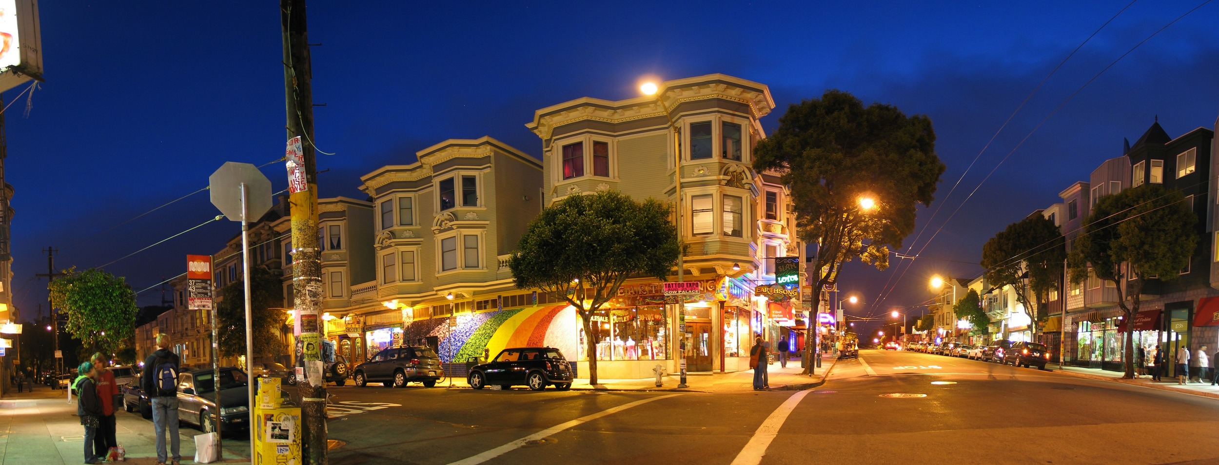 Lined with stores reminiscent of its counter-culture past, Haight Street is also home to trendy book, record and clothing shops, as well as lively bars and restaurants.