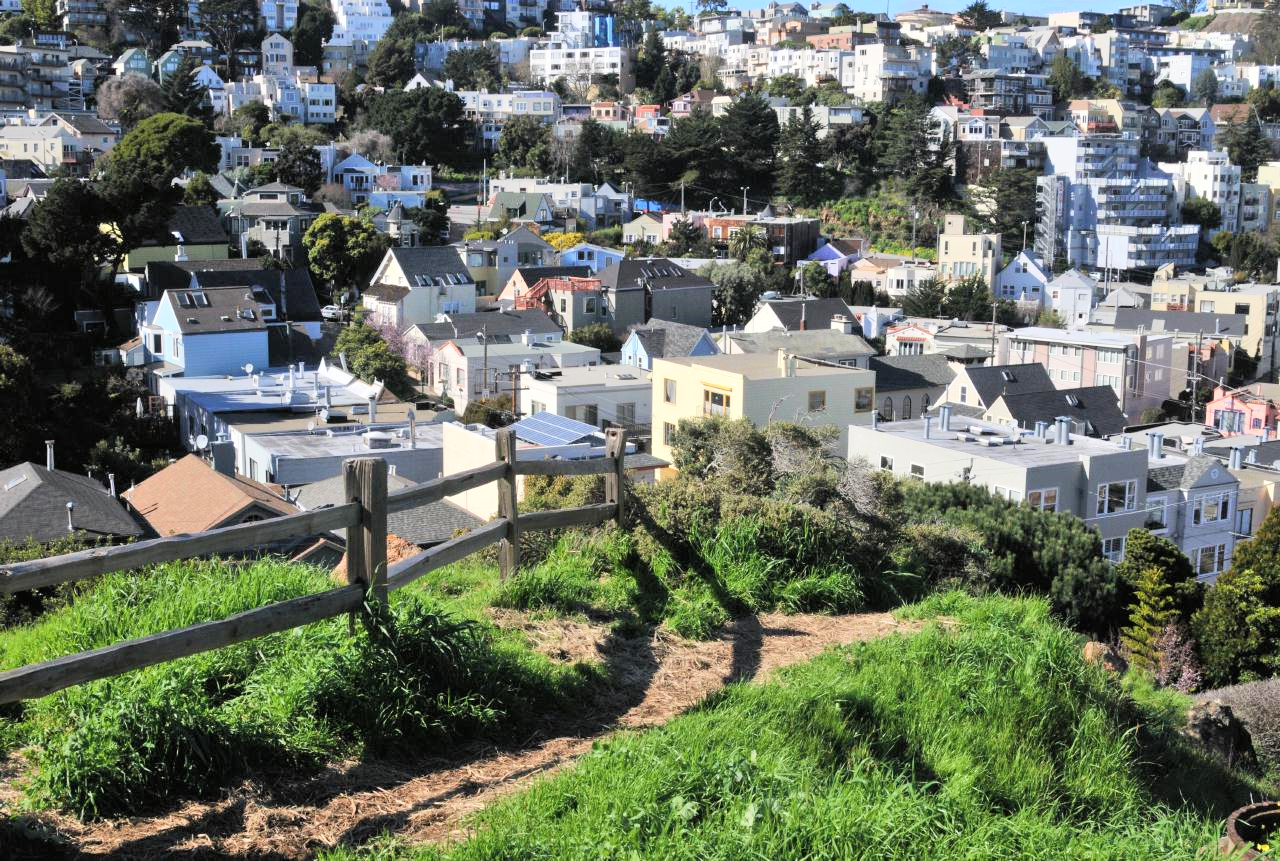 One of San Francisco's hidden gems, Kite Hill Open Space attracts dog walkers, view seekers and, of course, kite flyers.
