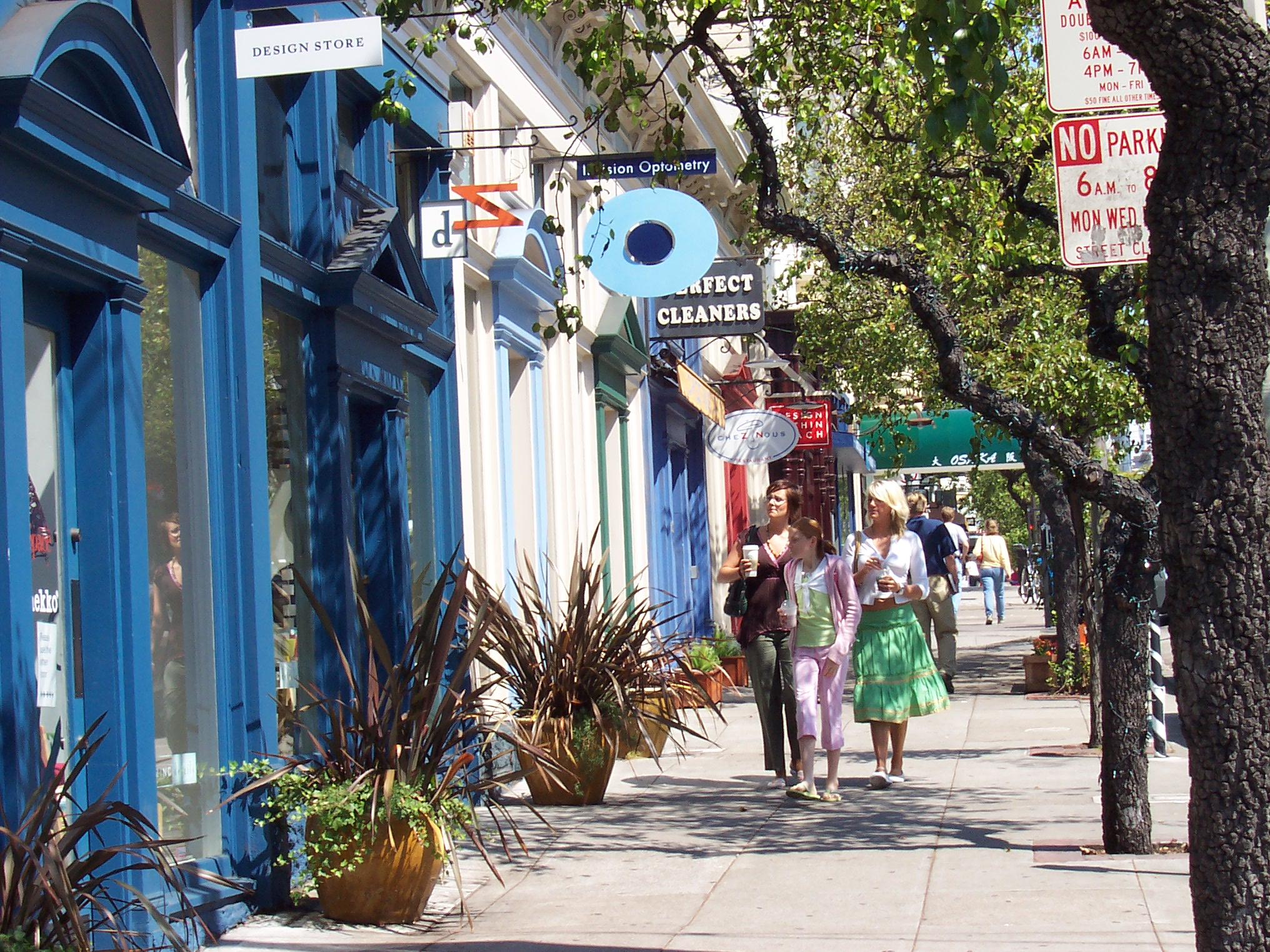Fillmore Street is a trendy place to grab coffee, dine with friends or pick up some upscale designer duds.