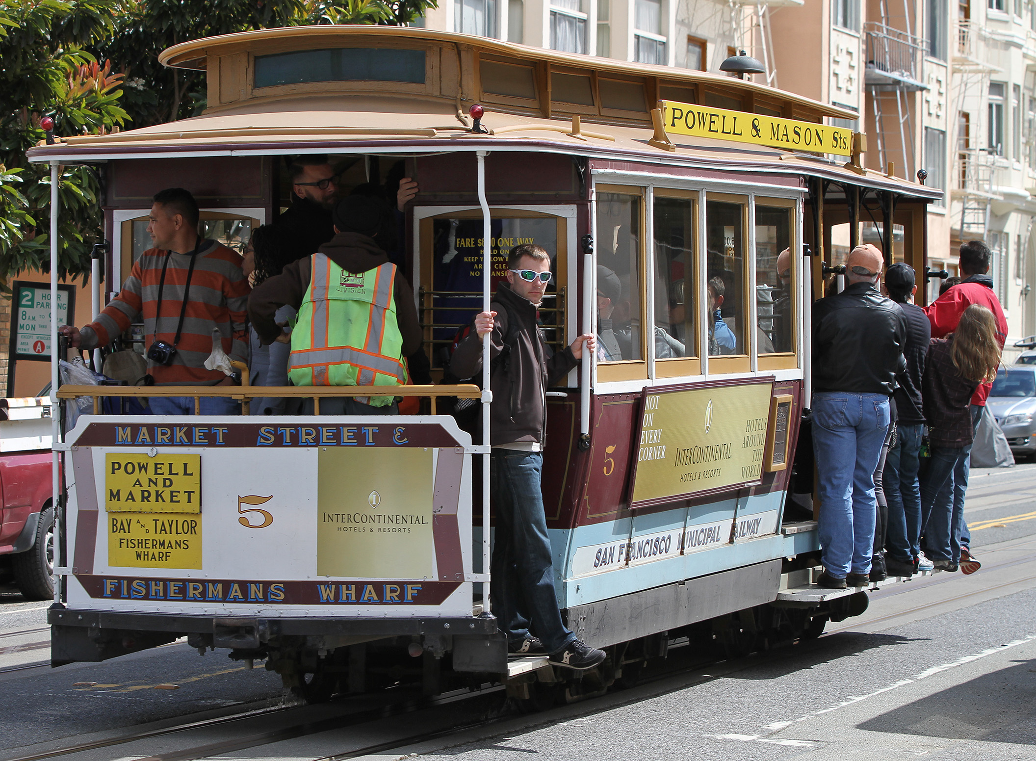 Cable cars that run along Powell Street are a San Francisco institution.