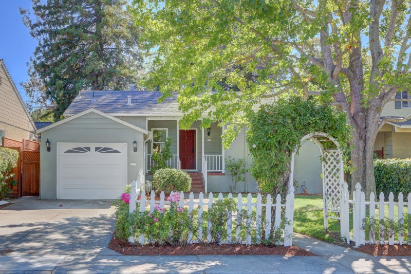 Sold at $1,370,000<strong>1661 Westmoor Road, Burlingame</strong>