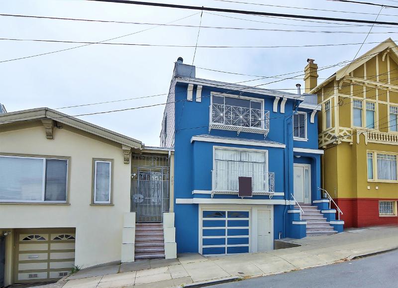 Sold at $1,000,000<strong>703-707 42nd Street, San Francisco</strong>