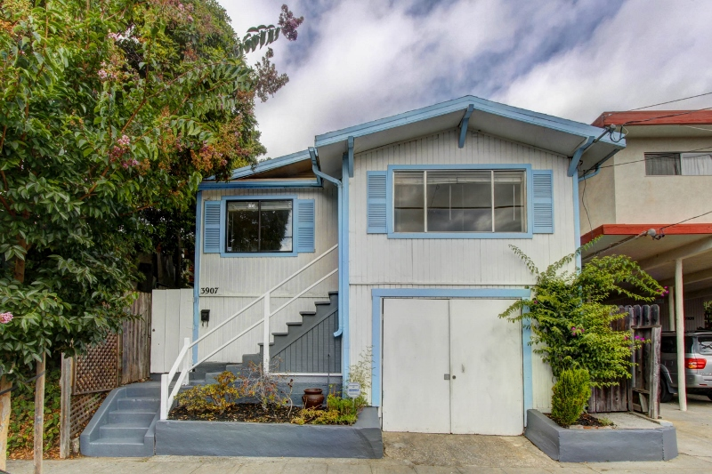 Sold at $420,000<strong>3907 Midvale Avenue, Oakland</strong>