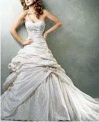 personal-stylist-shops-wedding-dress.jpg