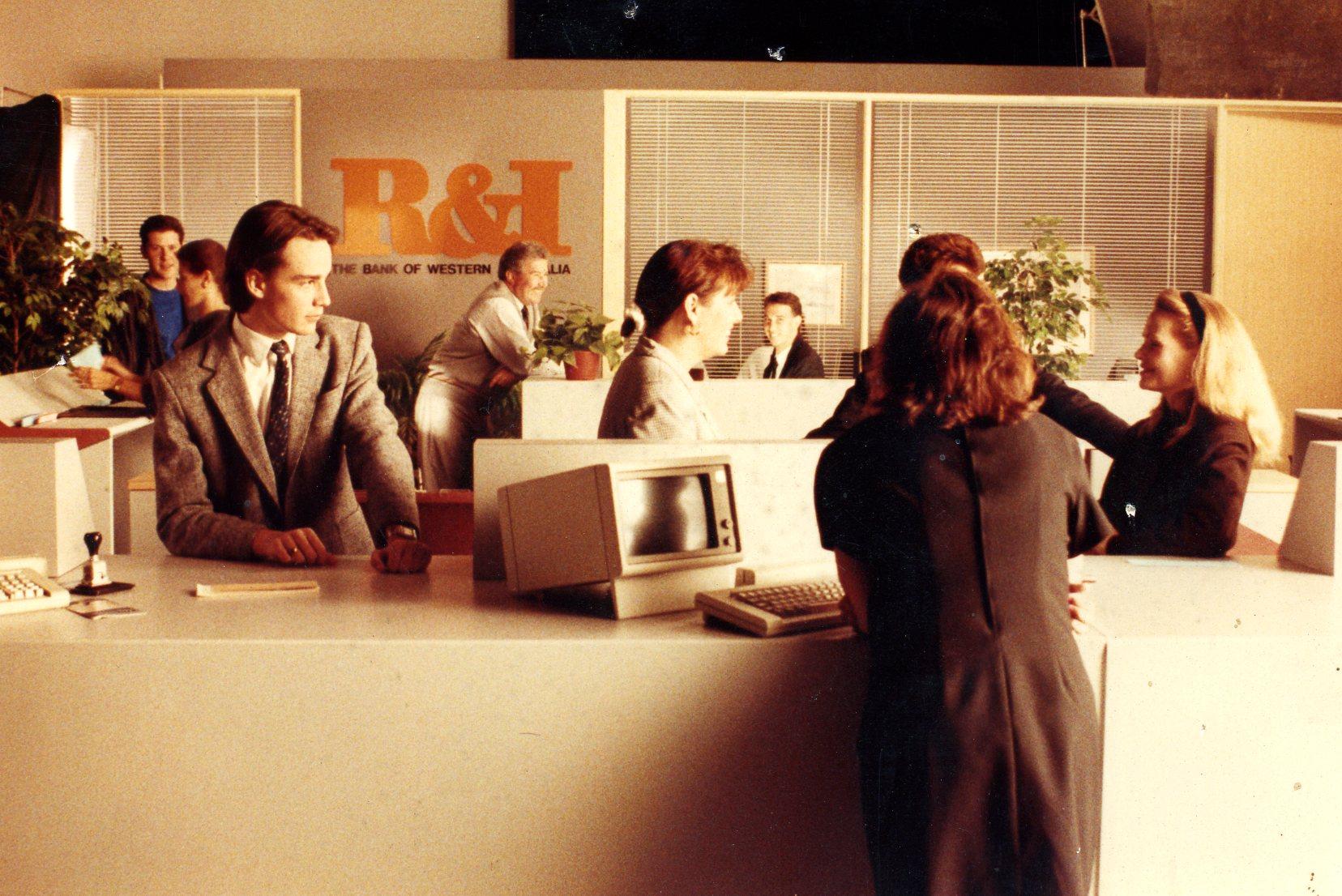 R&I Bank282.jpg