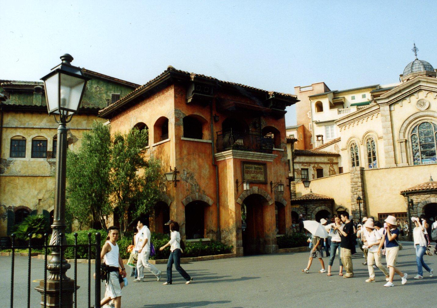Zambinis Restaurant (1).jpg