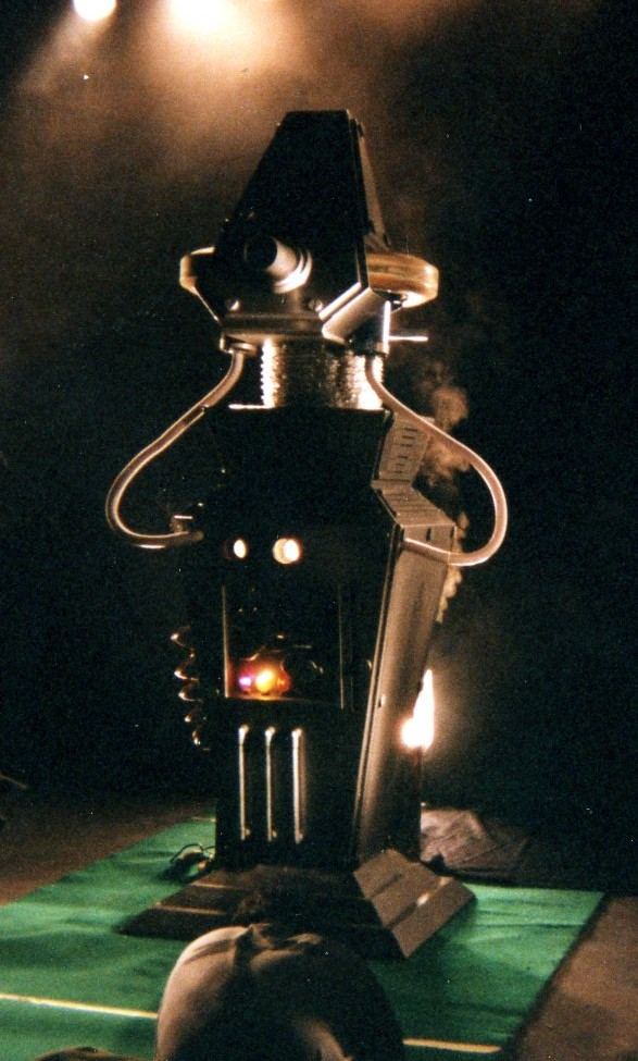 This robot prop could fire tennis balls at about 100 Kmh.jpg