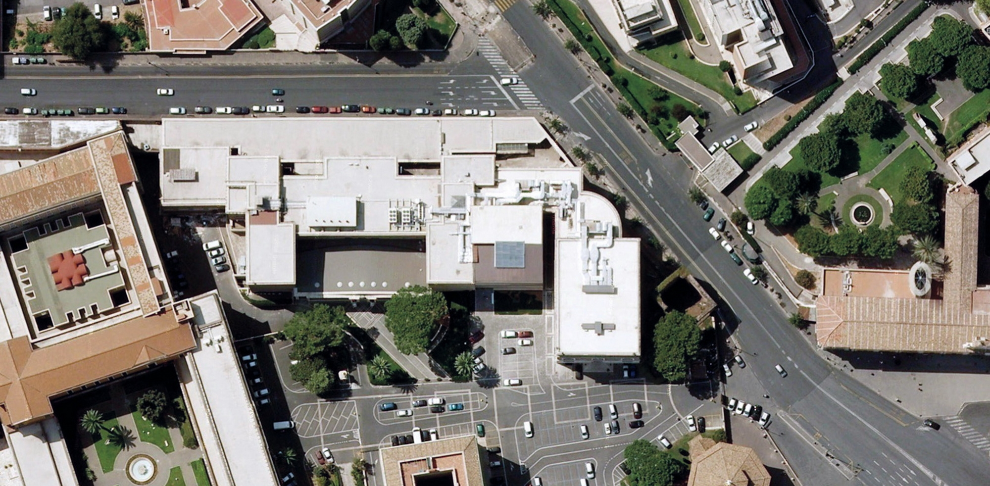 aerial photo of the library     The bulk of them are now deposited in the newly restored underground vaults as in the original plan; in the assembly hall block towards the entrance gate. The 25,000 volumes of antique books are kept separately in a humidity controlled archive for better conservation.   Originally the reading rooms of the library were dispersed around the university and on the ground floor of the assembly hall block. They are now replaced by the ground floor entrance foyer to the Aula Magna (Main Assembly Hall) and the librarians' offices.