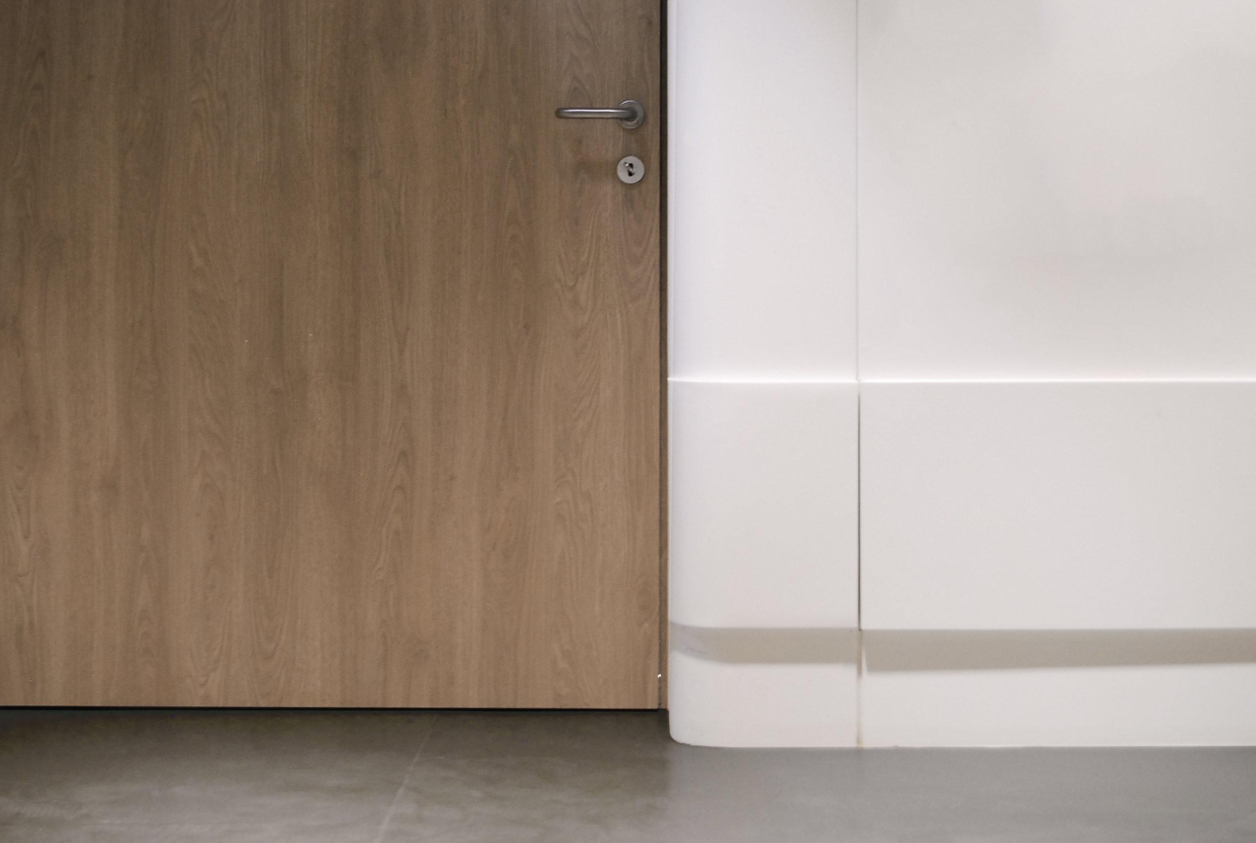 Salvator Mundi International Hospital - corridor door detail -