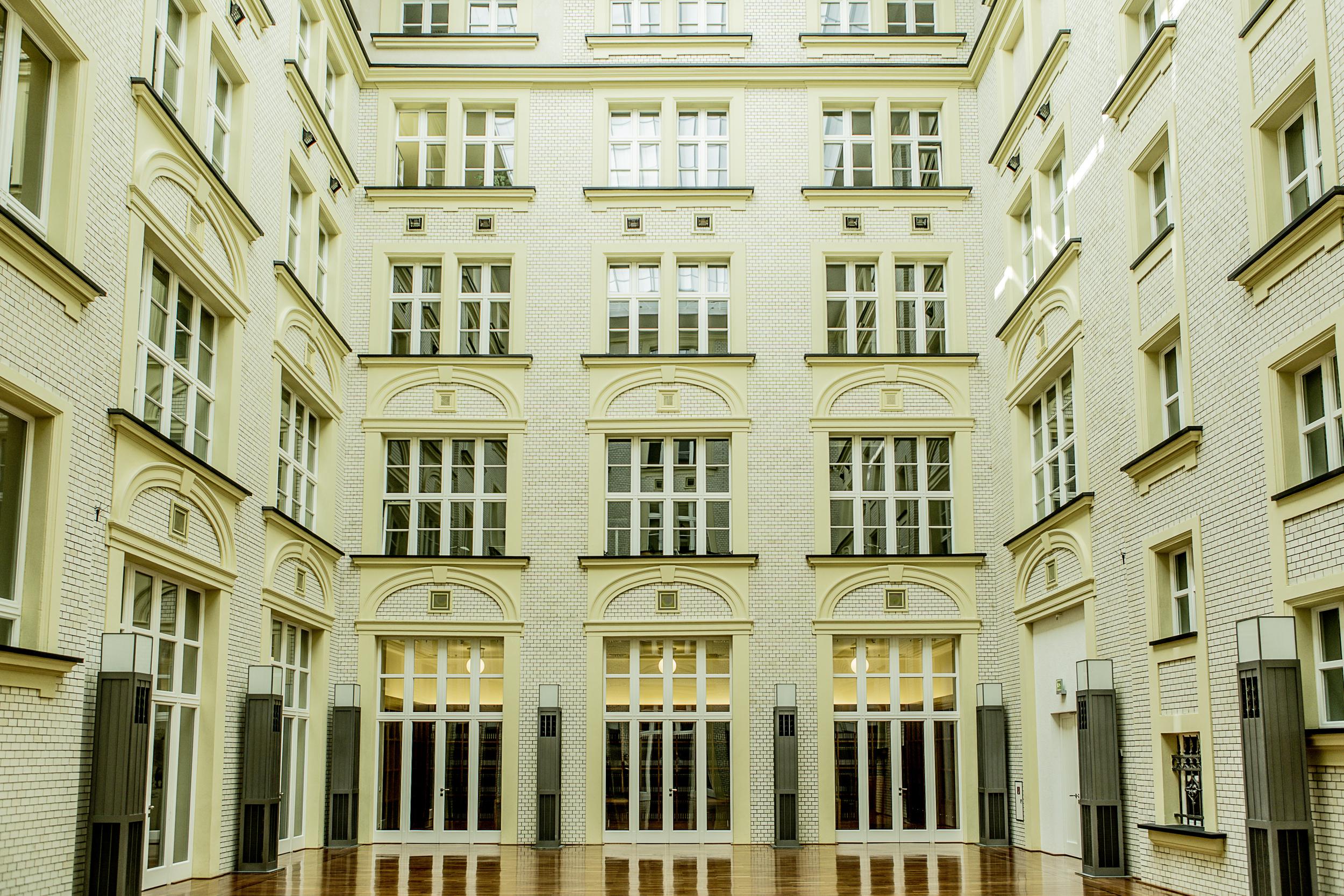 Der beeindruckende Innenhof des Atriums besticht mit einer unvergleichlichen Atmosphäre