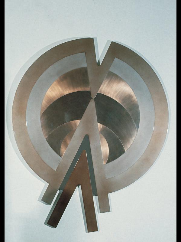 Senza titolo, 1970  rame, alluminio e acciaio, diametro 95 cm
