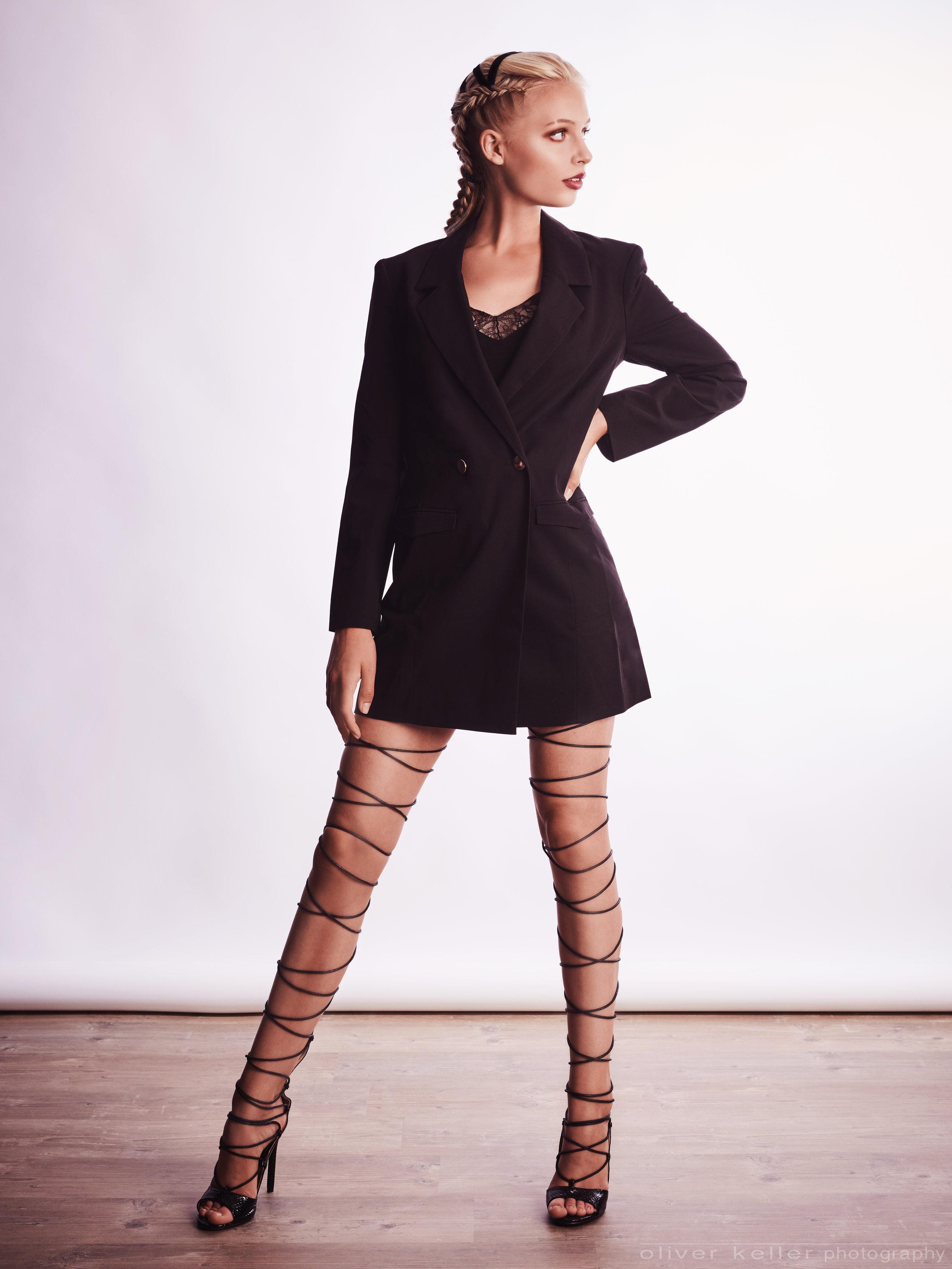 2018-07-04-Leony-dressed-in-black18057.jpg