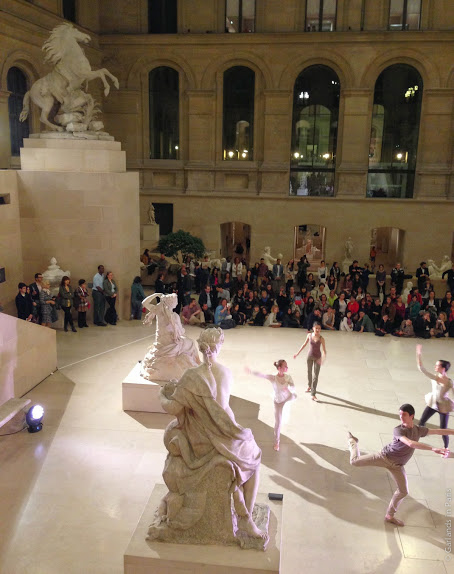 Cour Puget Louvre Dancing