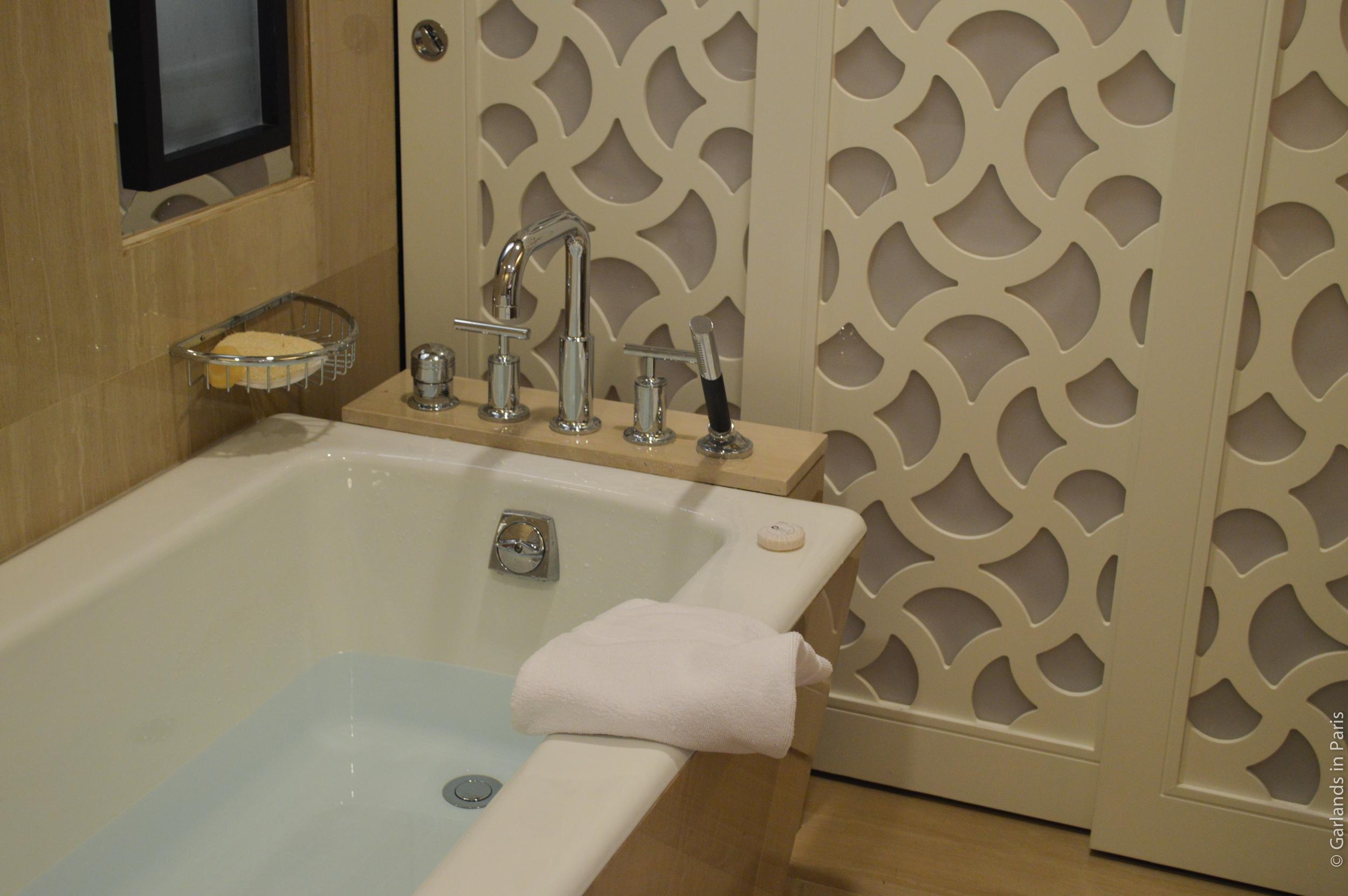 Abu Dhabi bathtub