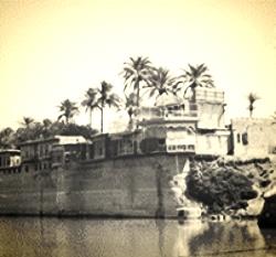 The Karrada riverbank