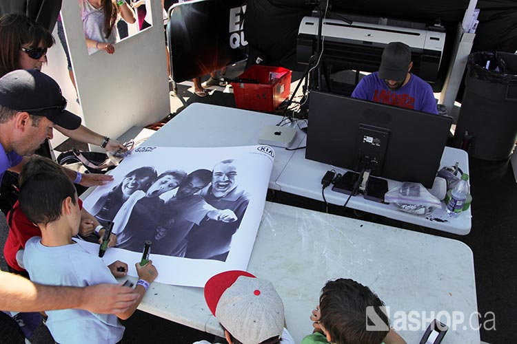 A'shop-poster-mural-signing.jpg