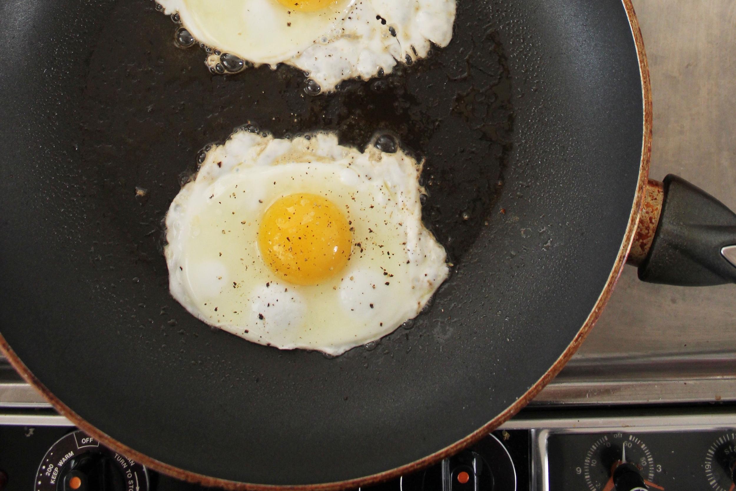 Eggs_in_pan.jpg