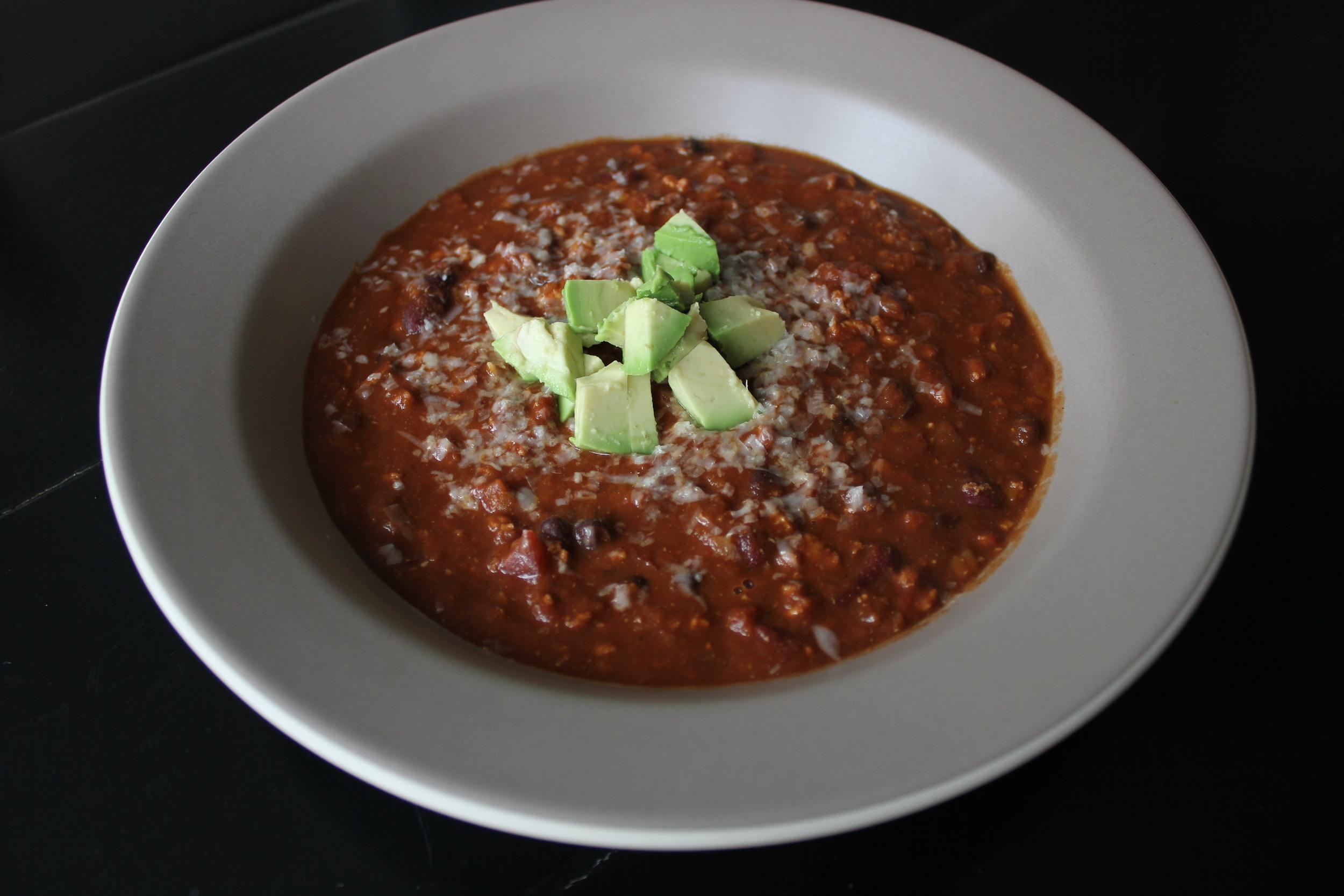 Healthy Spicy Turkey Chili - www.fancycasual.com