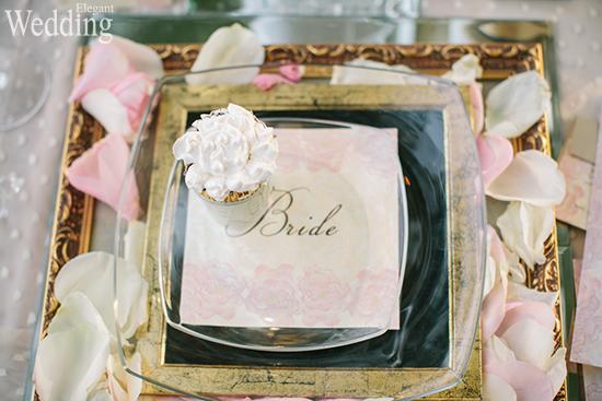 550x367xELEGANT-WEDDING-PLACE-SETTING-CUPCAKE-BRIDE.jpg.pagespeed.ic.OvQOMJEew0.jpg