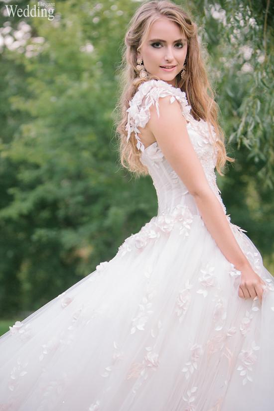 550x825xELEGANT-WEDDING-BRIDE-CLOSEUP-BEAUTIFUL-MAKEUP-HAIR-DRESS.jpg.pagespeed.ic.0oNBy86KbC.jpg