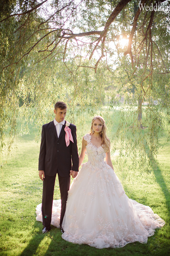 550x825xELEGANT-WEDDING-COUPLE-GROOM-BRIDE-DRESS-TUXEDO.jpg.pagespeed.ic.ooTptGxDf0.jpg
