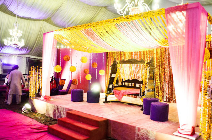 http://www.wedcow.com/best-performance-of-pakistani-wedding-stages.html/pakistani-pink-wedding-stage