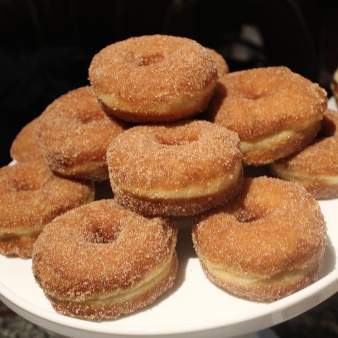 Cinnamon donuts.... AMAZING!!