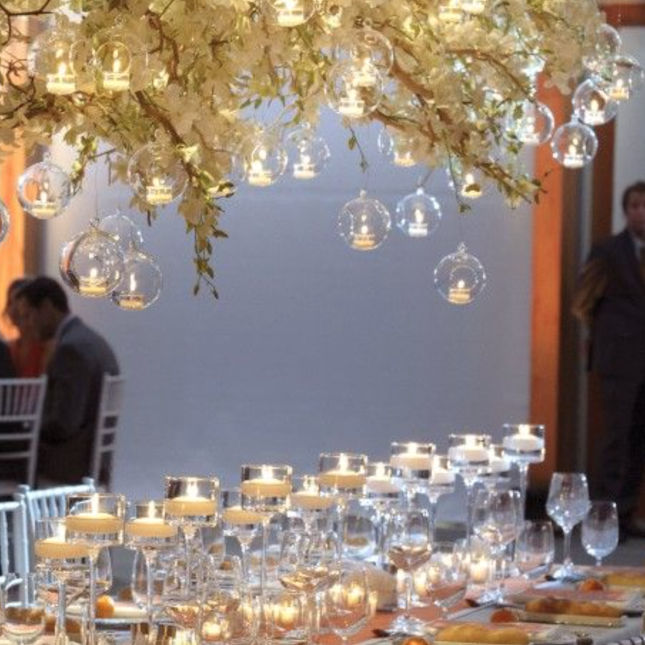 Mixture of glasses and florals! lovely!!! Photo: via Hirespace.com
