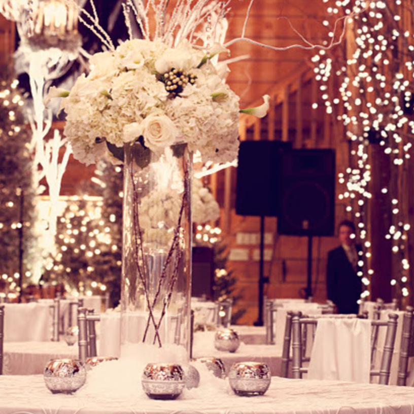 Warm tones all around with great floral centre pieces scream winter! Floral Artist-Junkerman Jonesvia theplungeproject.com