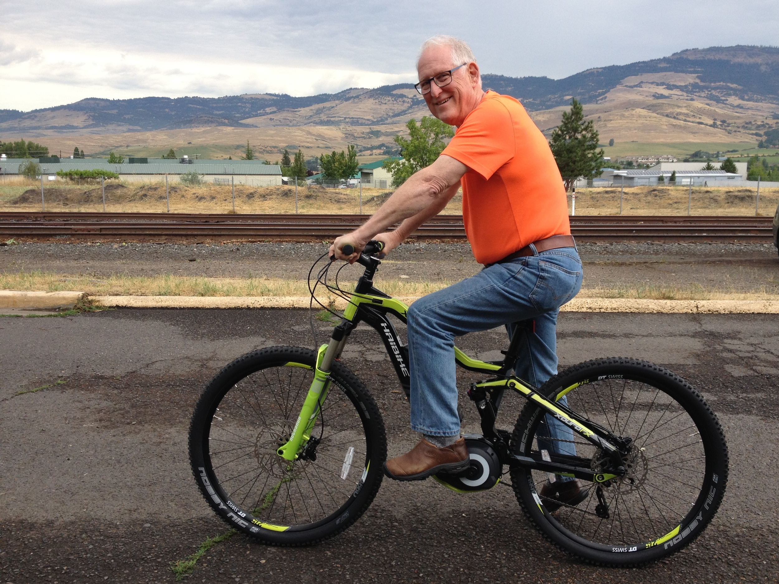 Larry Strainer aboard his new full suspension Haibike FS RX 27.5