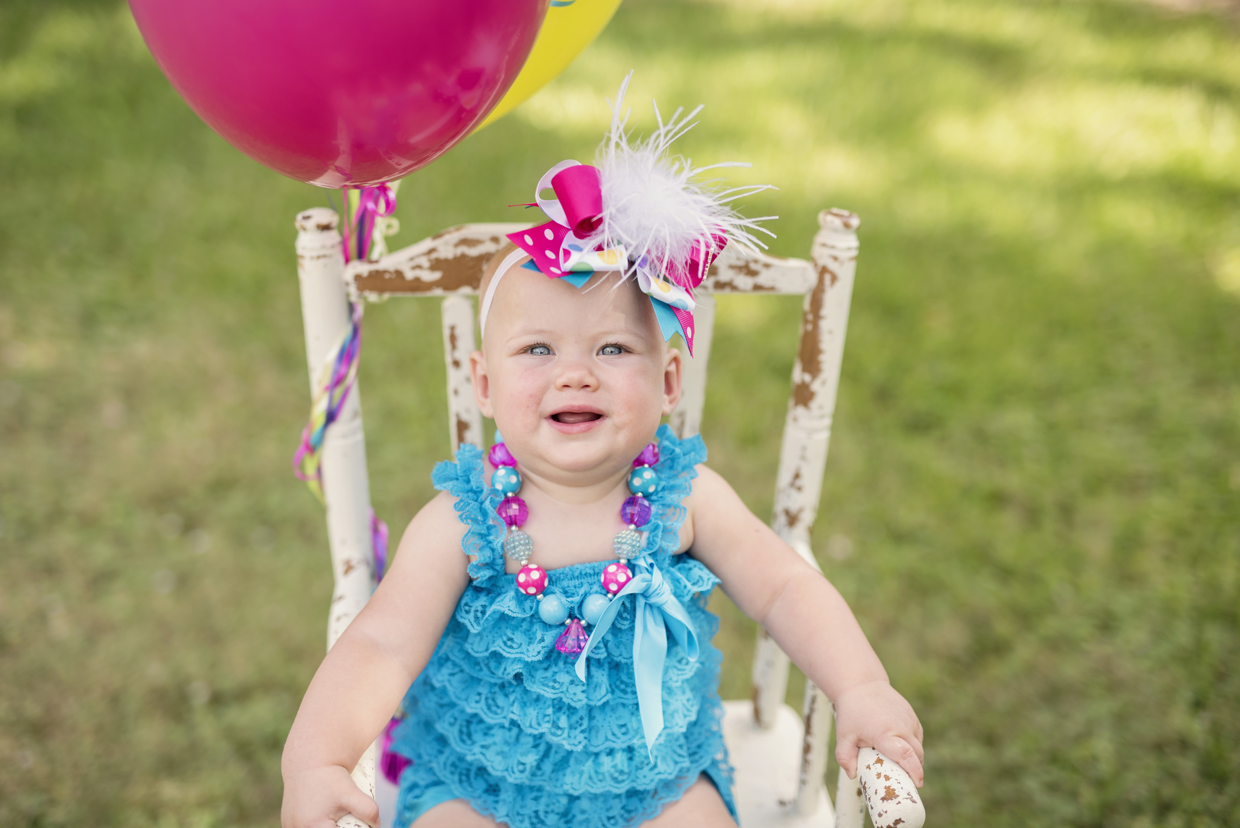 1 year old cake smash and balloons