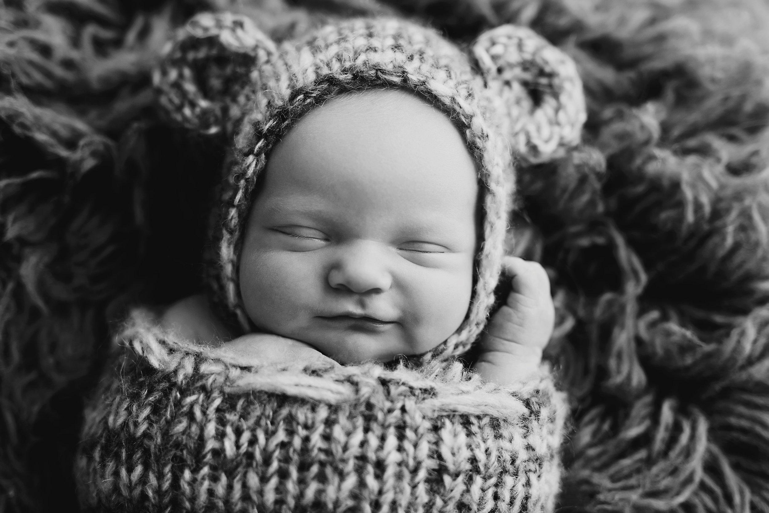 newborn photographer boy