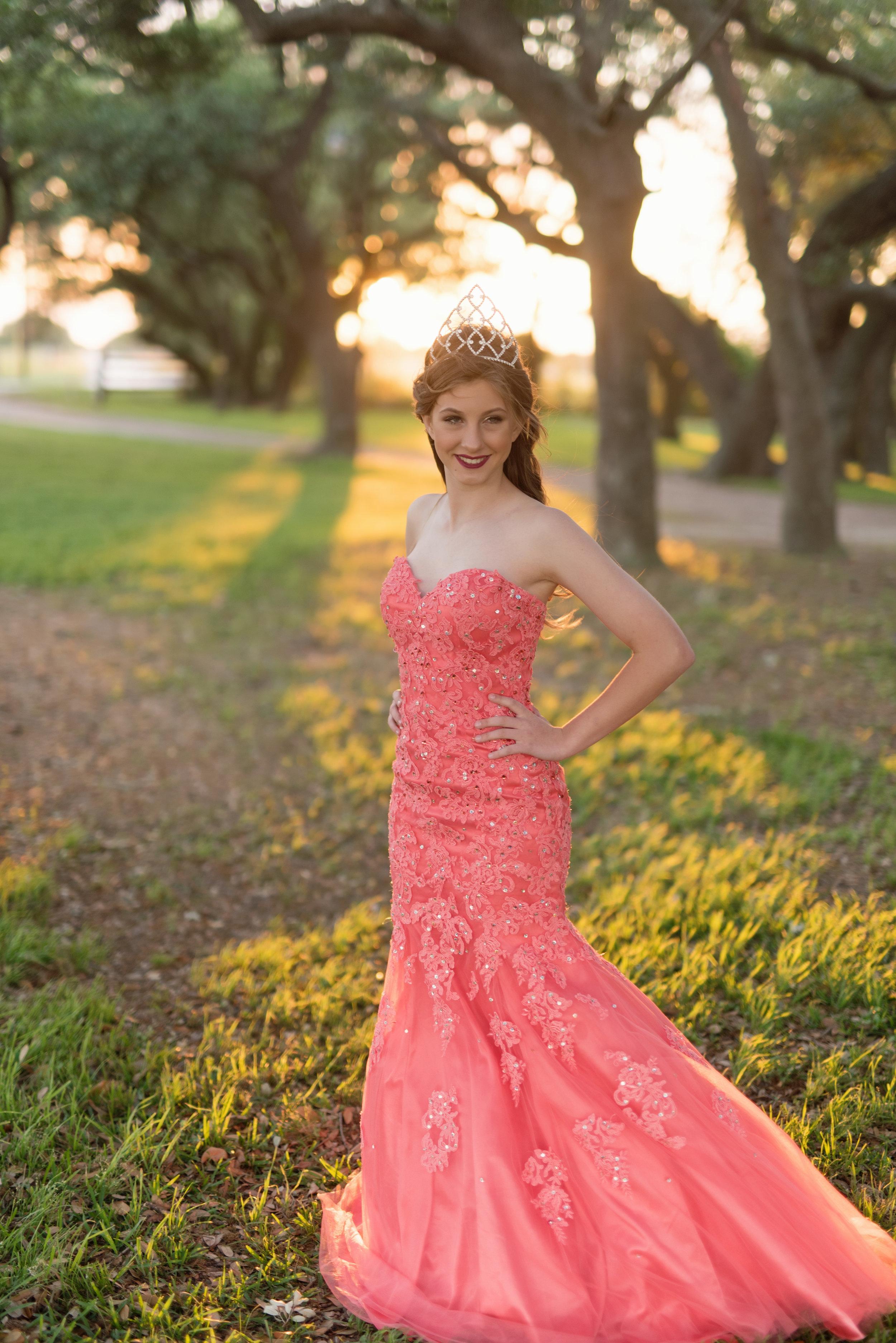 fair queen photos in dress