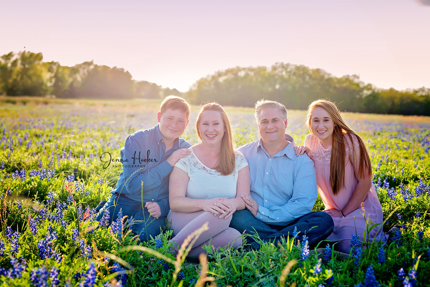 family mini photos in bluebonnets