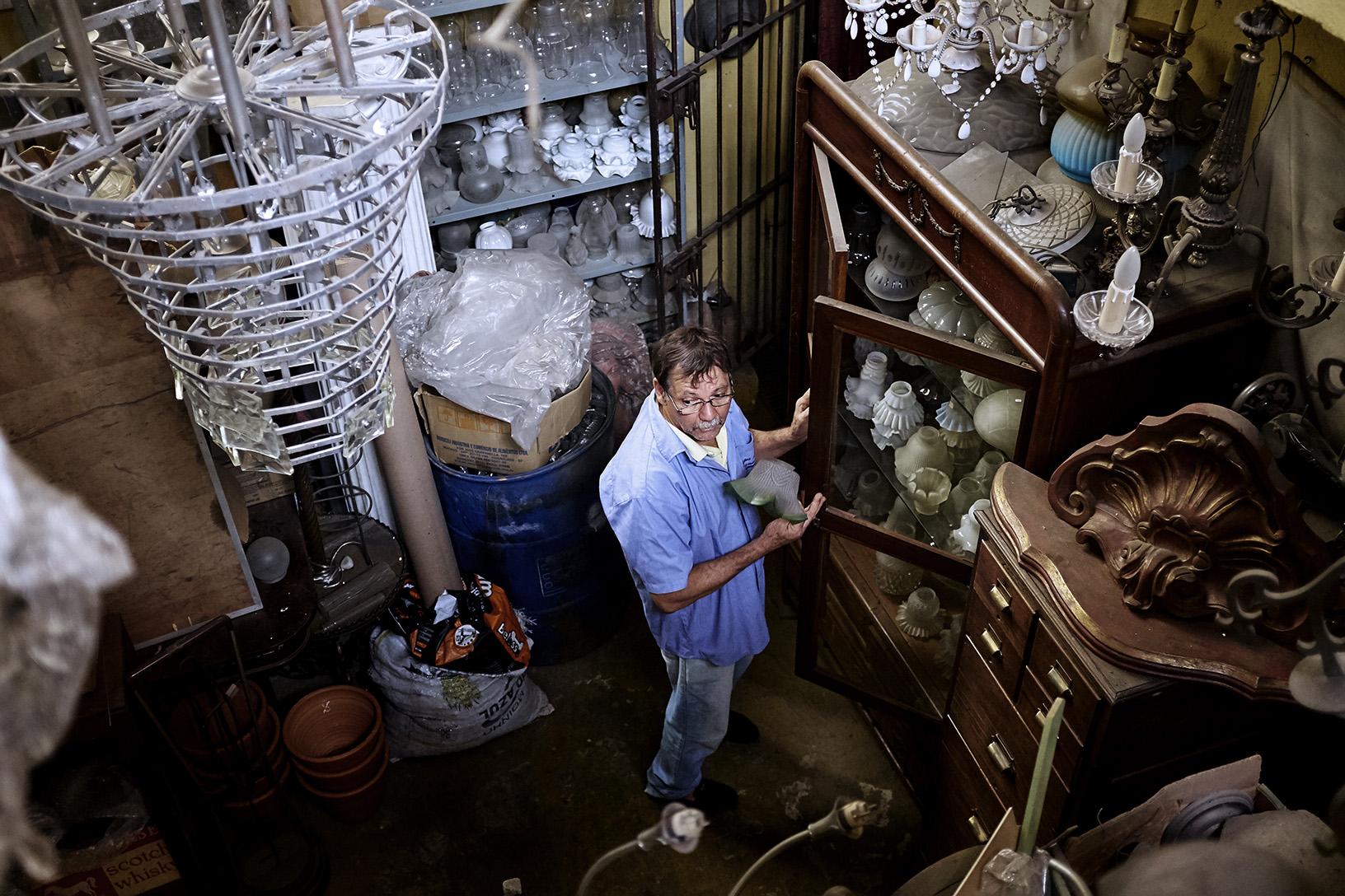 O acervo de cúpulas e peças de reposição é imenso. Adquirido ao longo de décadas.