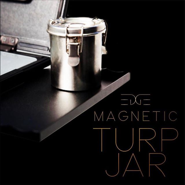 Our custom cleaning jar is designed with a magnetic base to work specifically with the PaintBook tables for a quick and solid grip.. #turpjar #painting #paint #pleinair #edgeprogear #magnet