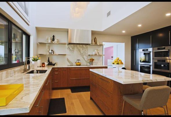 Jennie Garth's kitchen with Calacatta Gold Marble