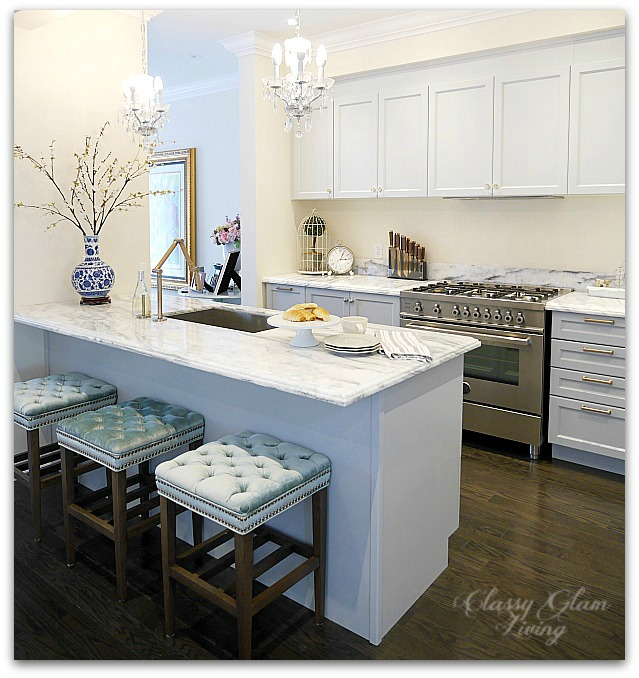 Giving a Builder's Kitchen a Personal Touch with Cabinet Hardware | New House Kitchen Update Glass Knobs & Bronze Pulls Before Photo | Classy Glam Living 6