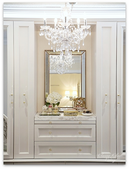 Mixed Metallics Christmas Decorations dressing room walk-in closet decorations | Classy Glam Living