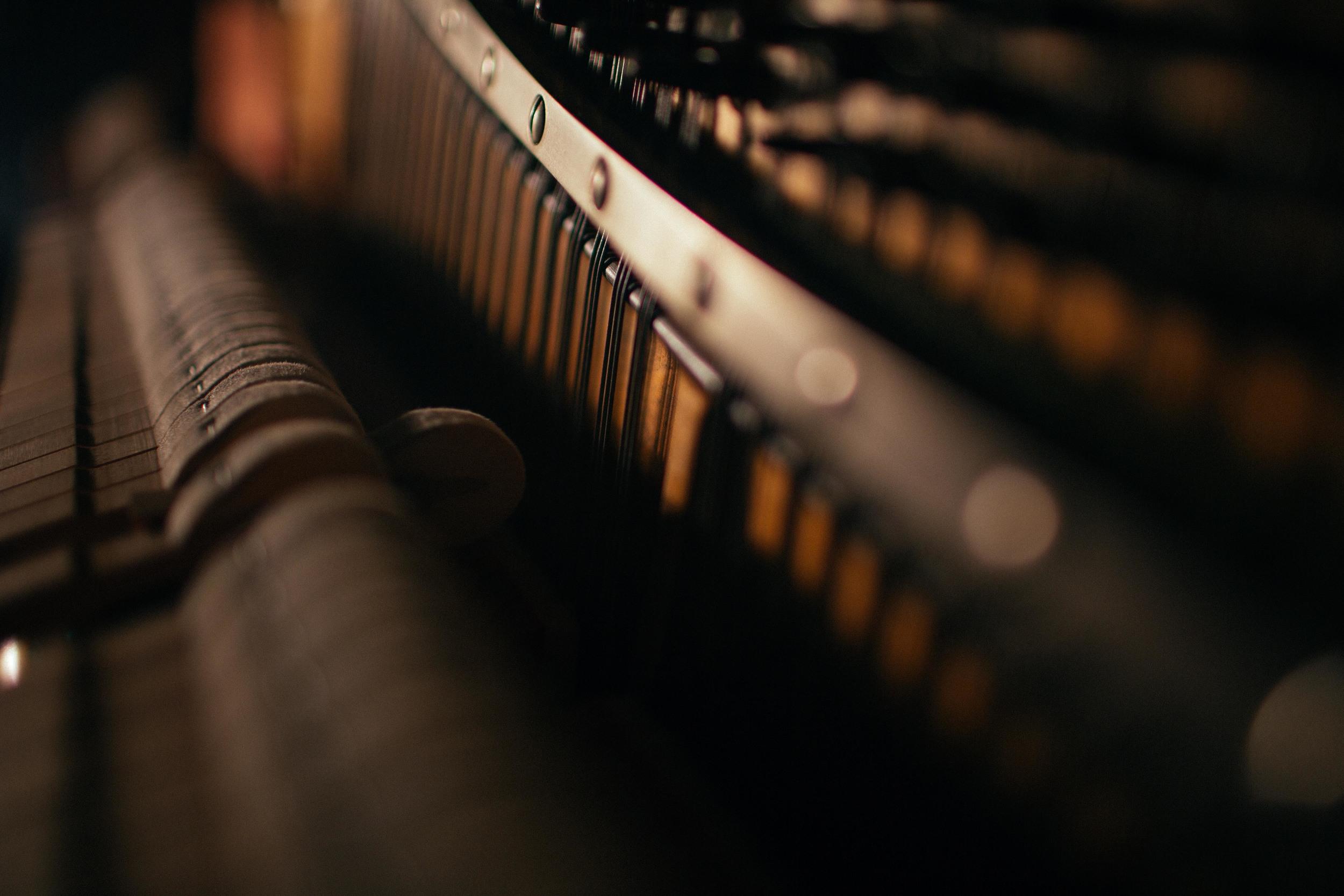 Eric & Piano-2.jpg