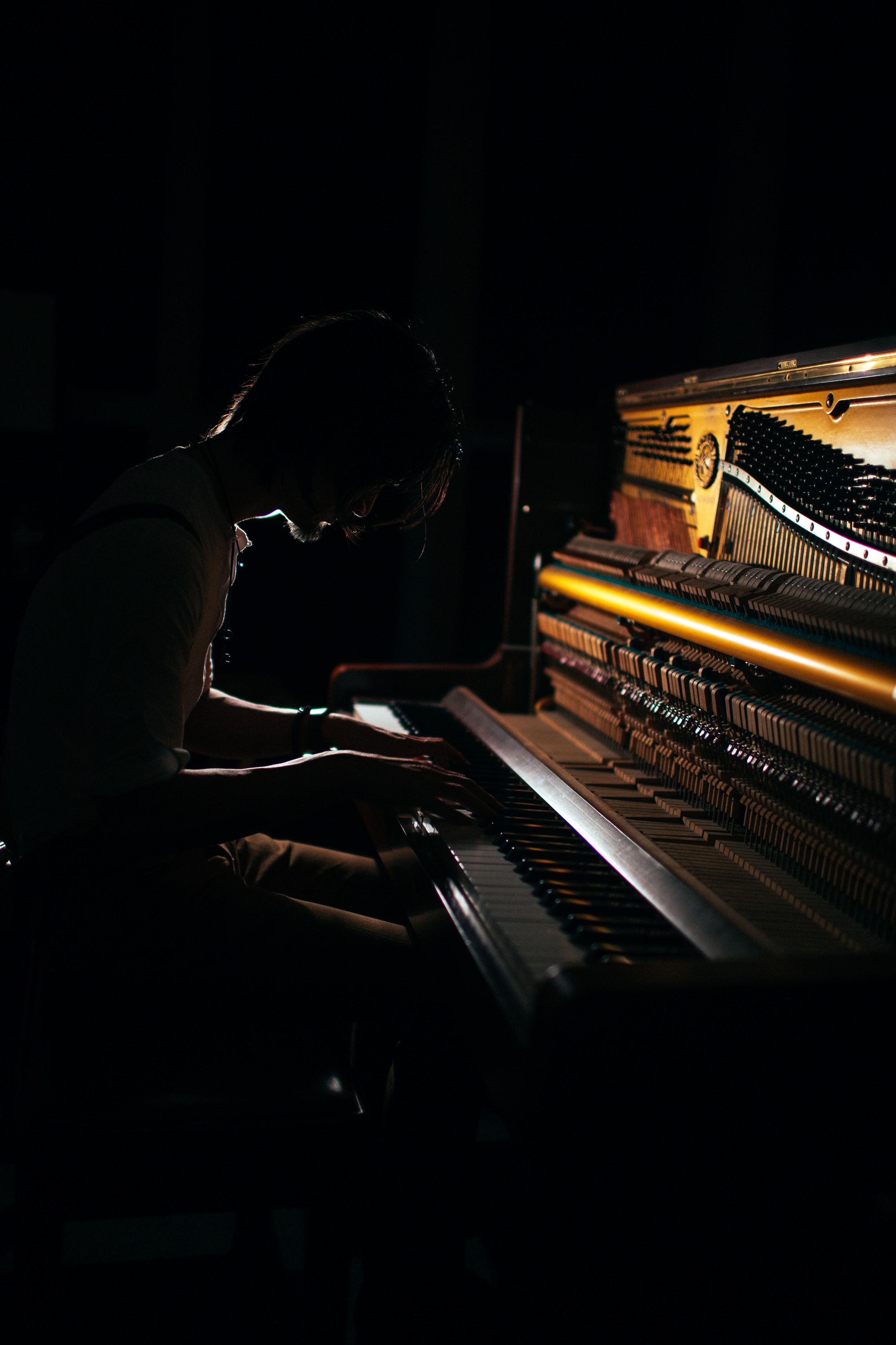 Eric & Piano-3.jpg