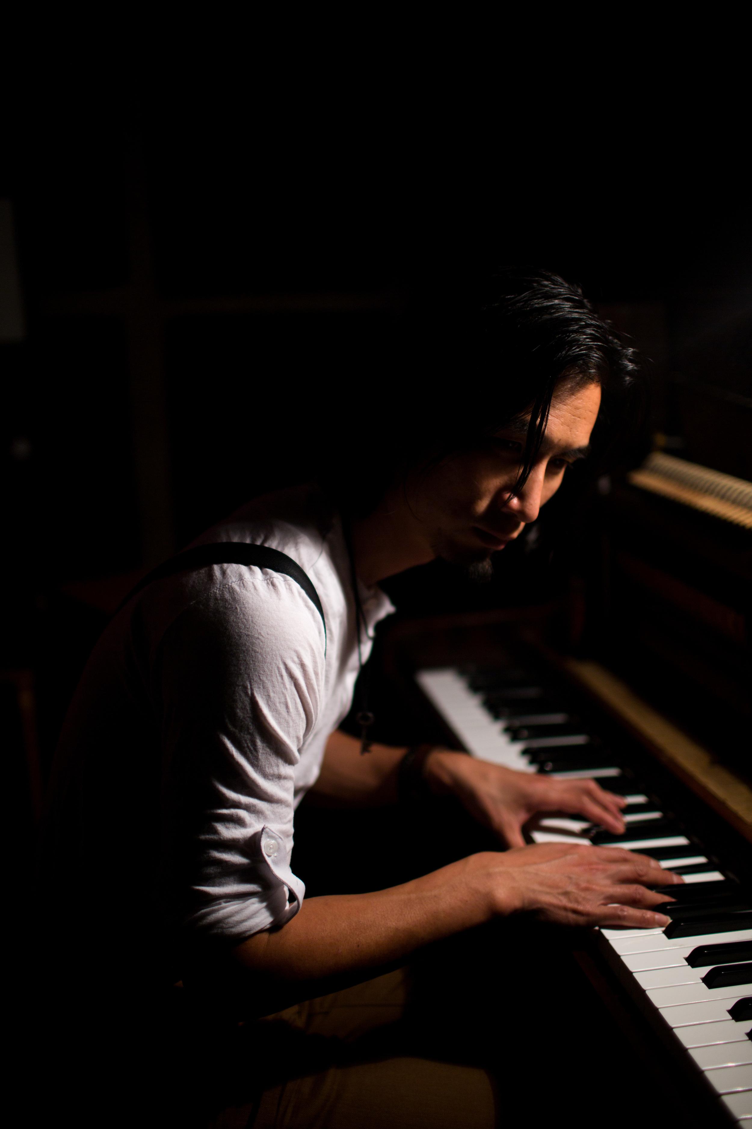 Eric & Piano-4.jpg